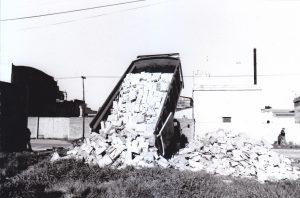 Camión descarga libros CEAL